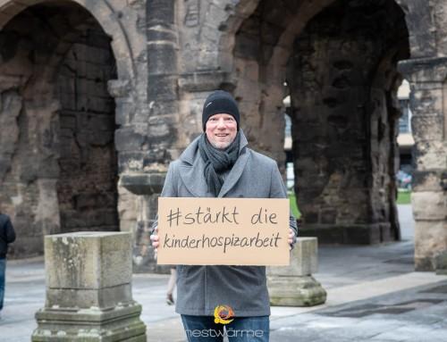 """""""Nur ein Lächeln"""" zugunsten nestwärme e. V. Deutschland"""
